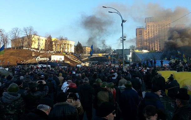 Беркут оттеснил митингующих от Октябрьского дворца