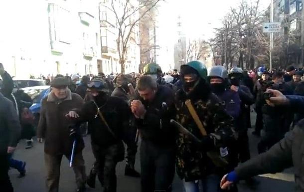 Активисты захватили сторонника власти в Мариинском парке