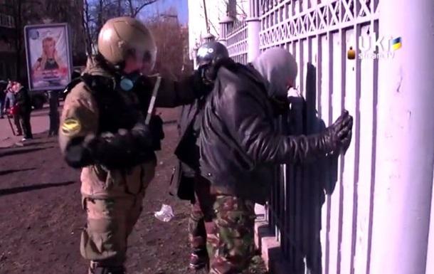 Протестующие в Киеве избили сторонников власти из Харькова