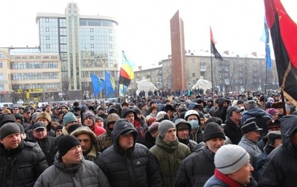 В Тернополе активисты захватили ОГА и окружили городское управление милиции