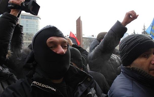 В Борисполе неизвестные напали на автобус с сотрудниками налоговой милиции