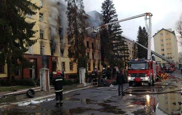 Во Львове на территории части Внутренних войск горит склад с боеприпасами