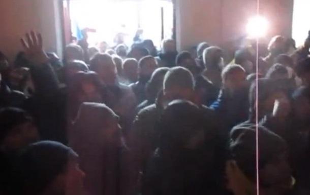 В Житомире протестующие захватили здание ОГА