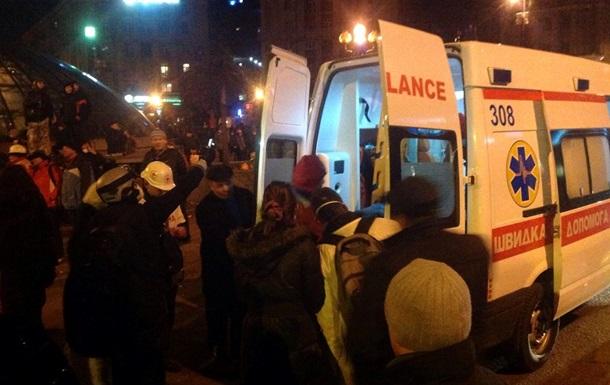 На Майдане 10 погибших, десятки раненых вывозят скорые и частные легковые авто – ТВ