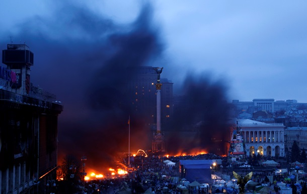 Возле гостиницы Украина горел автобус– ГосЧС