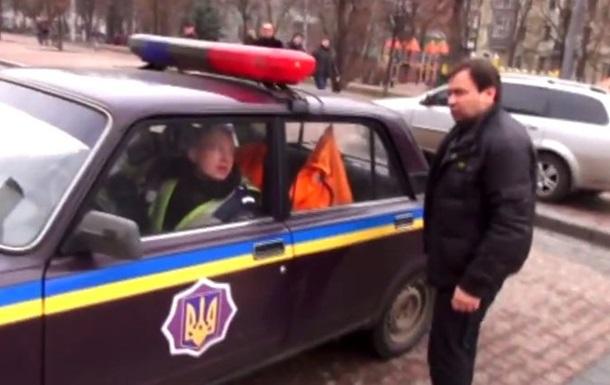 Активист Дзиндзя призвал  зачищать  Киев от гаишников и показал, как это делать