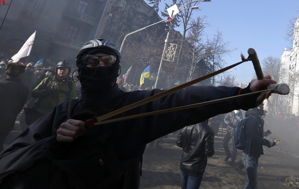 Неизвестные блокируют выезд одной из воинских частей Внутренних войск в Киеве