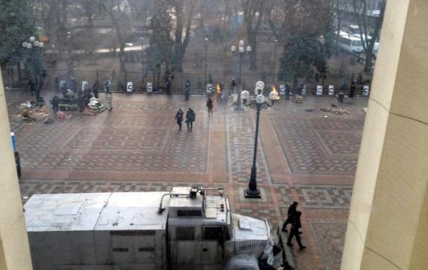 МВД: На Институтской протестующие открыли огонь по правоохранителям