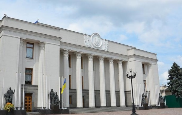 Верховная Рада прервала работу до 16.00 понедельника