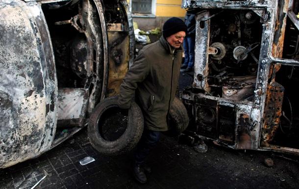 Коммунальщики в понедельник начнут разбор баррикад в Киеве - Макеенко