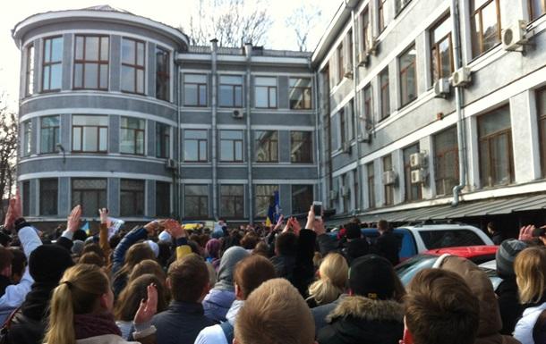 В Киеве студенты медуниверситета устроили  переворот