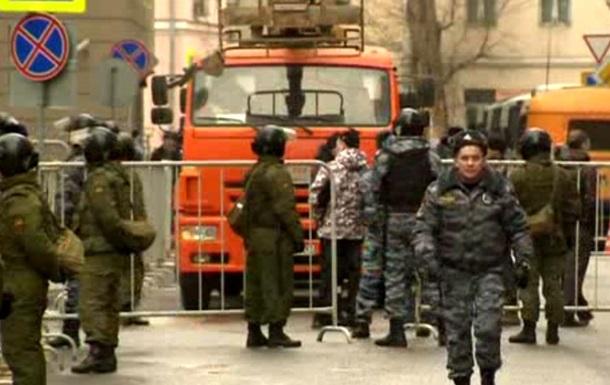 """У Замоскворецкого суда во время чтения приговора по """"болотному делу"""" задержали более 100 человек"""