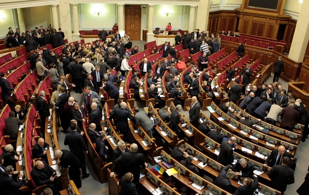 Итоги понедельника: МВД объявило Януковича в розыск, Рада отпустила политзаключенных