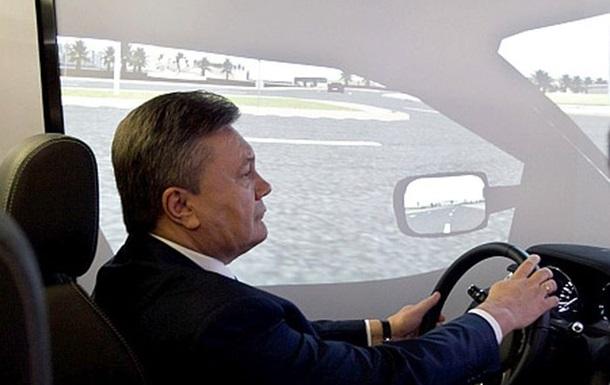 Янукович скрывается в России, сообщает издание Главком.