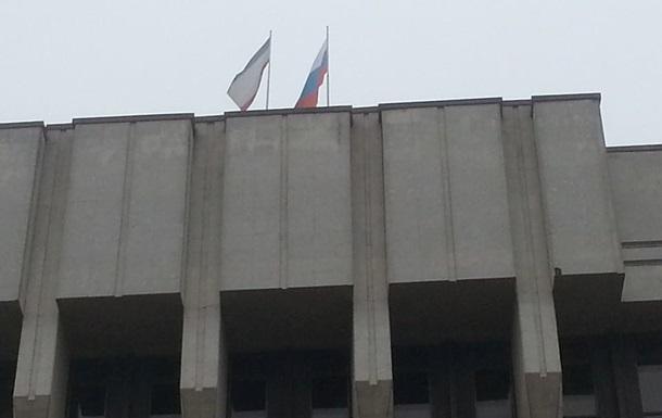 Захватчики парламента Крыма отогнали журналистов шумовой гранатой