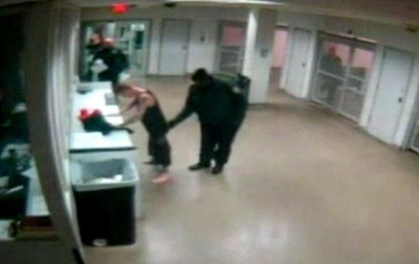 Опубликована видеозапись с Джастином Бибером в полицейском участке