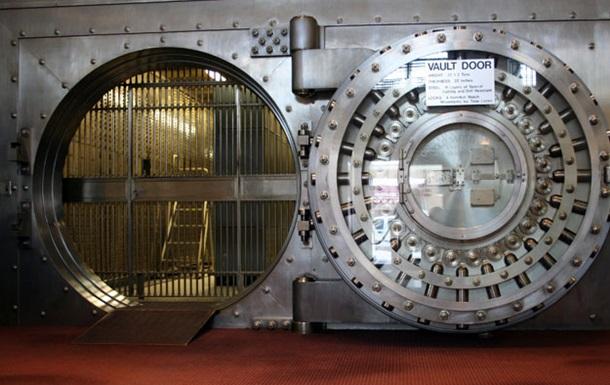 Швейцария заблокировала банковские счета 20 украинцев