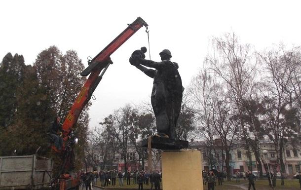 Молодая Гвардия Единой России просит ЮНЕСКО защитить памятники в Украине от вандалов