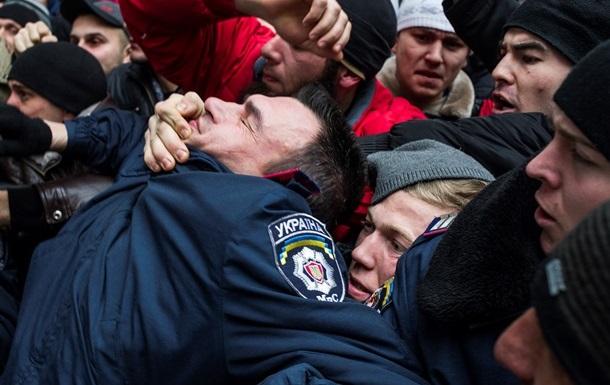 Госдеп просит американцев не ездить в Крым, Донецк и Харьков