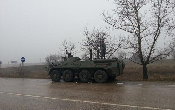 Дороги в Крым перекрыли 18 БТРов, снайперы и пулеметчики
