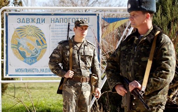 В Евпатории 50 человек с битами штурмуют ворота воинской части  - источник