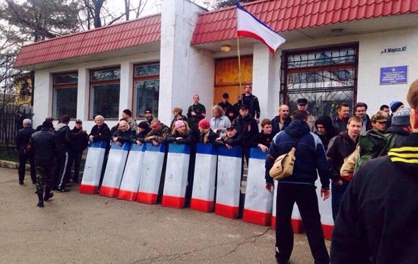 В Симферополе дружинники побили митингующих женщин