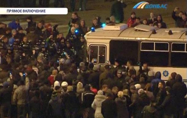 В Донецке ТРК Донбасс прервала прямой эфир из-за ворвавшихся в студию активистов Народного ополчения Донбасса