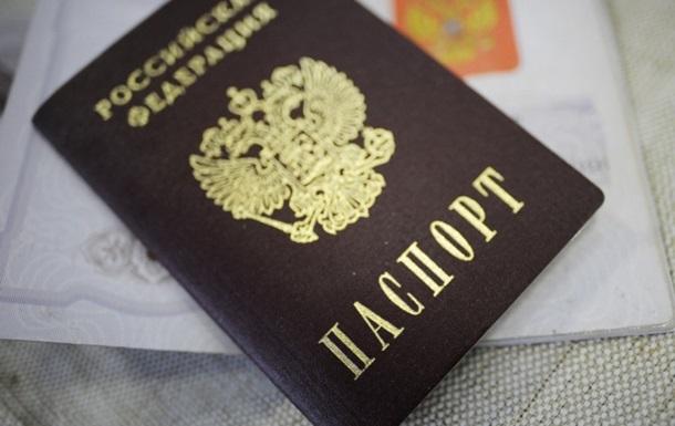 С начала года за гражданством РФ обратилось столько же украинцев, сколько и в 2013 году – миграционная служба