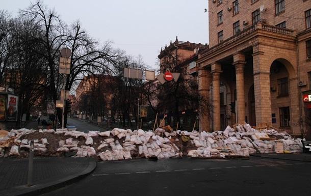 Из-за уборки баррикад на Прорезной в Киеве между самообороной и активистами произошла стычка