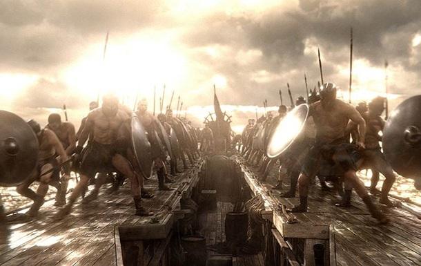 Фильм  300 спартанцев: расцвет империи  собрал за первый уик-энд проката 45 миллионов долларов