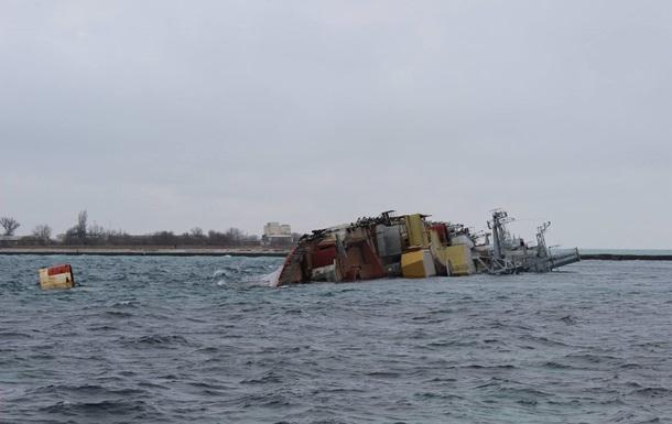 Російські військові затопили у Криму вже четвертий корабель