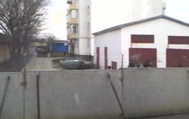 В Симферополе центр украинских картографов заблокировали бетонными блоками