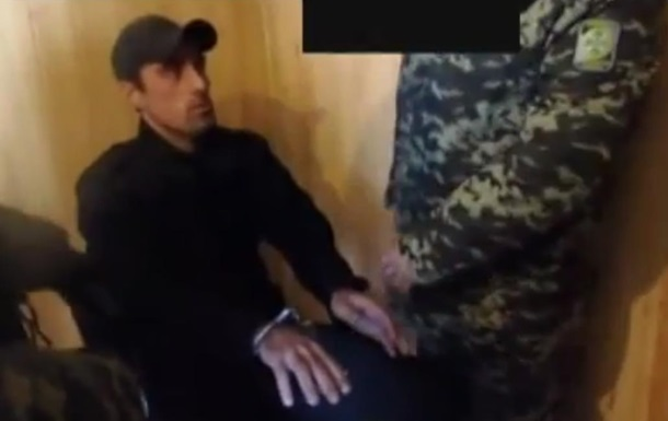 Обнародовано видео задержания украинцами российского солдата из Чечни