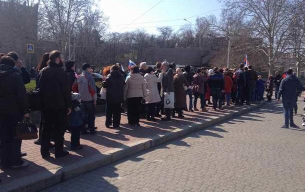 В Симферополе проходят митинги за Россию и единую Украину. Онлайн-трансляция