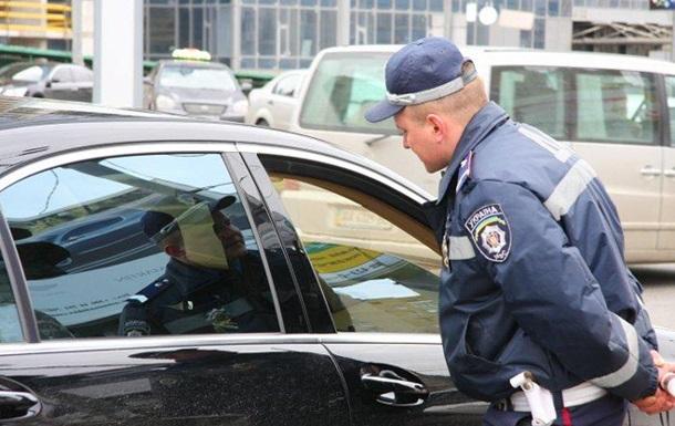 В Киевской области инспектор ГАИ попался на взятке в пять тысяч гривен