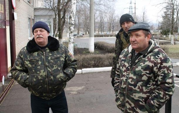 Как жители Донбасса блокируют военный склад. Фото- и видеорепортажи