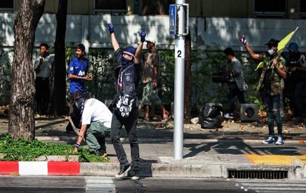 На улицах Бангкока гремят взрывы: есть пострадавшие