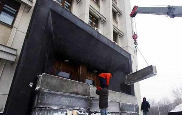Входы в здание Одесской обладминистрации замуровывают блоками (с)