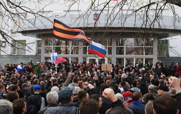 Милиция Донецка открыла уголовное производство по факту поднятия флага России у здания горсовета