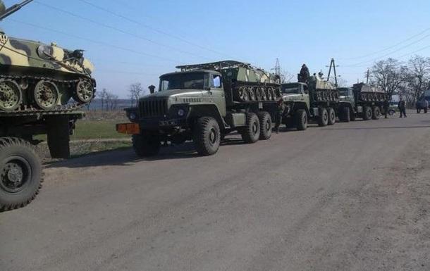 Митингующие блокируют проезд военной техники возле Мариуполя