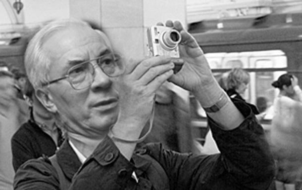 Азаров и фотоаппарат
