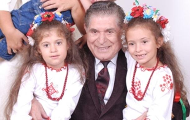 Почетным лидером  партии «Интернациональная» был избран Погосов Эдуард