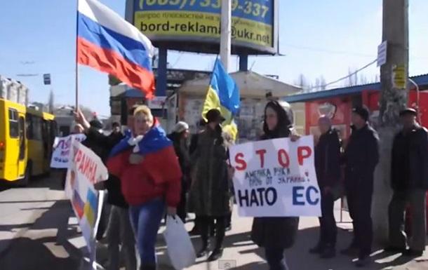В Луганске на автобусной остановке прошел митинг против НАТО