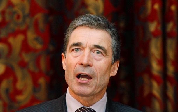 Расмуссен: НАТО не видит отвода войск России от границы