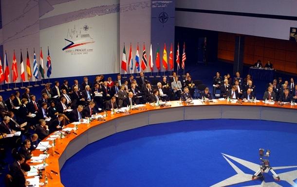 НАТО приостанавливает практическое сотрудничество с Россией, но продолжит политический диалог
