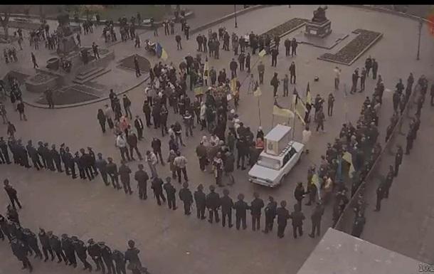 Под горсоветом Одессы начался митинг за русский язык