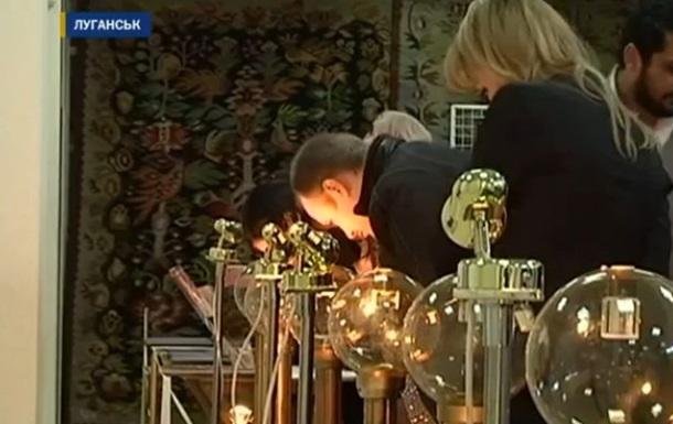 В Луганске открылась выставка микроминиатюр