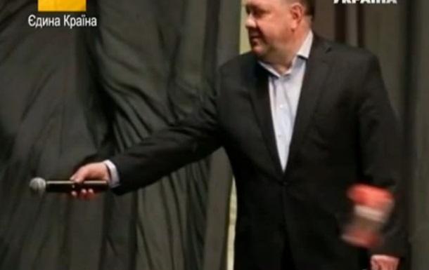 Богдана Бенюка забросали помидорами на его творческом вечере