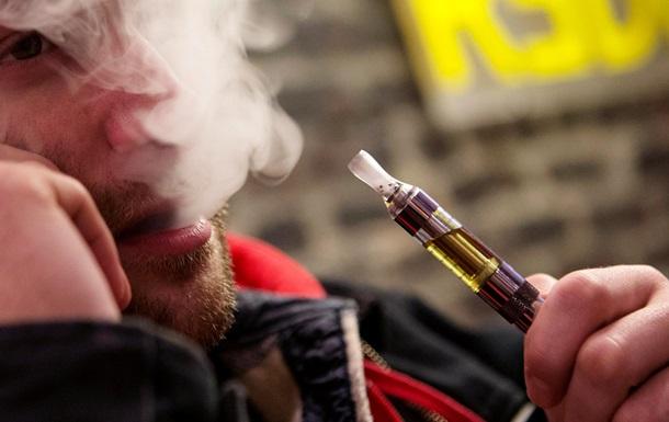 Число случаев отравления электронными сигаретами стремительно растет - врачи