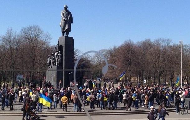 В центре Харькова проходят одновременно три митинга